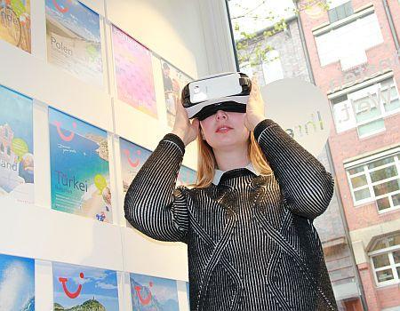 Virtual Reality Brille (VR-Brille) im Reisebüro