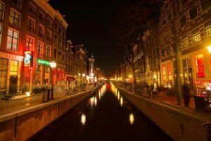 Amsterdam verhängt Strafe gegen Airbnb