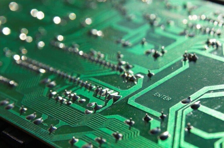 PCB-Massestrukturen für geringere elektromagnetische Störungen